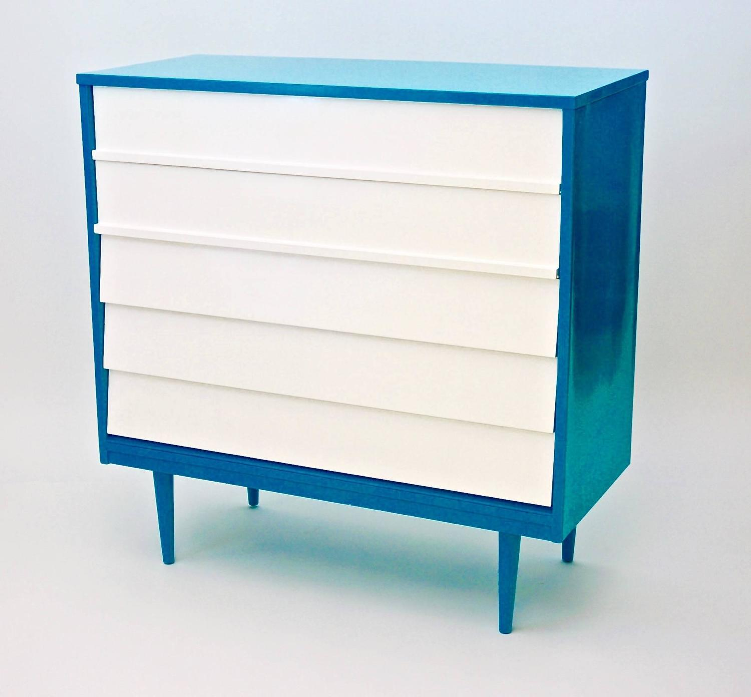 Vintage Mid Century 5 Drawer Newly Lacquered Dresser For Sale At 1stdibs