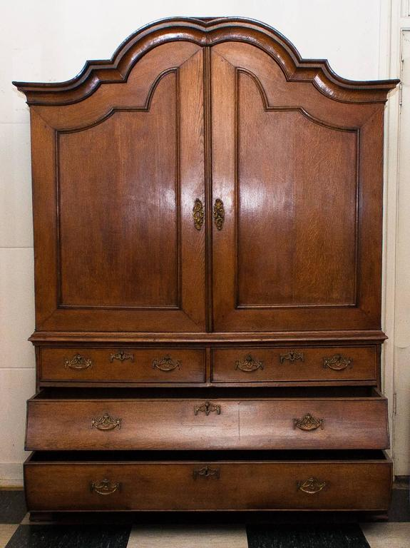 Antique oak cabinet. Made circa 1820. Coming from the province of Gelderland (the Netherlands).  Measures: Height 221 cm, width 155 cm, depth 54 cm.