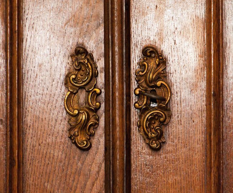 1820s, Antique Oak Cabinet 2