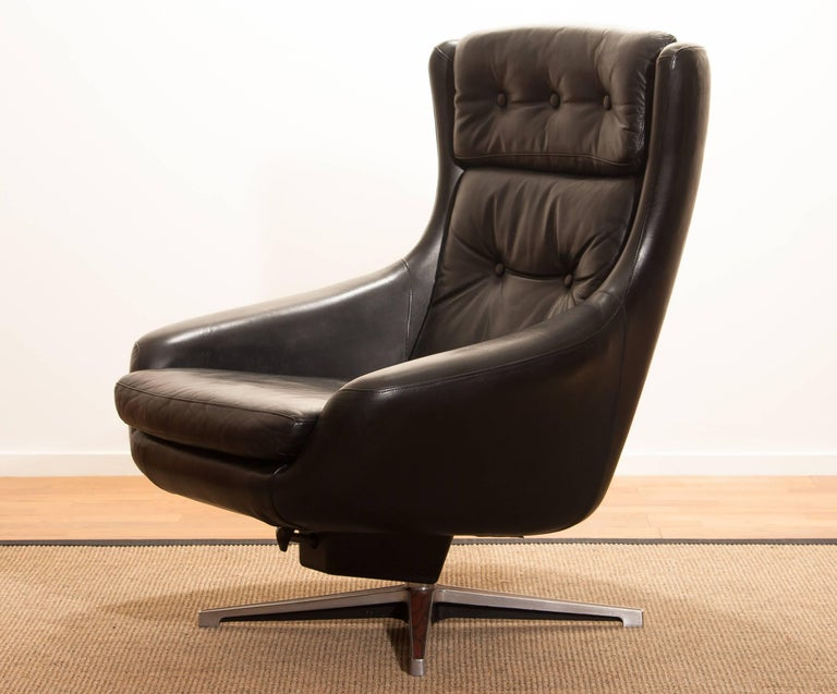 1960s, Leather Black Swivel Rocking Lounge Chair by Lennart Bender In Excellent Condition For Sale In Silvolde, Gelderland