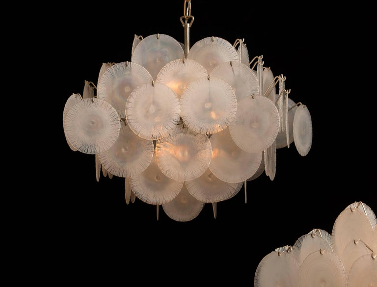 Set of Two Gino Vistosi Chandeliers with White / Pearl Murano Crystal Discs In Good Condition For Sale In Silvolde, Gelderland
