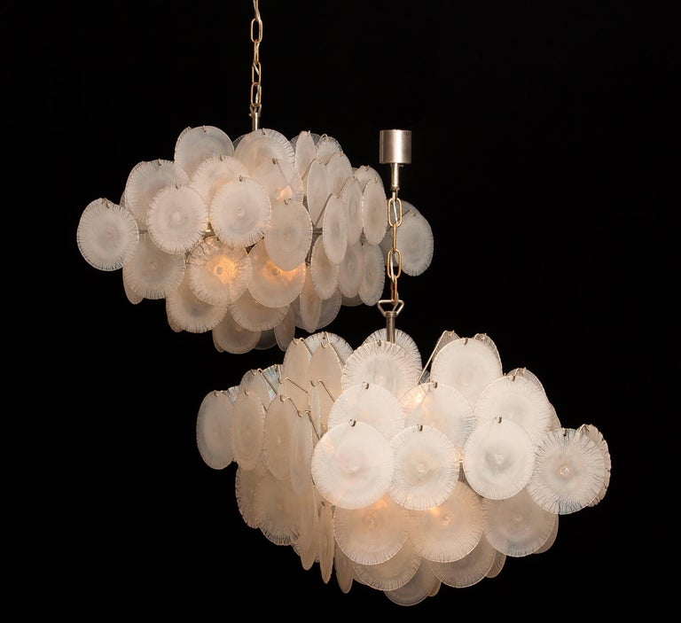 Set of Two Gino Vistosi Chandeliers with White / Pearl Murano Crystal Discs For Sale 1
