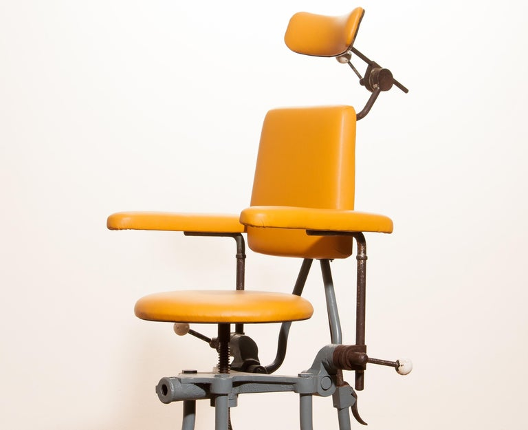 1930s, Steel Medical or Dentist Chair In Fair Condition For Sale In Silvolde, Gelderland