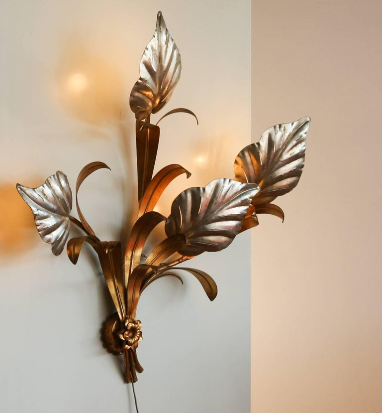 1960s, Beautiful Large Italian Wall Light in Gold and Silver In Excellent Condition For Sale In Silvolde, Gelderland