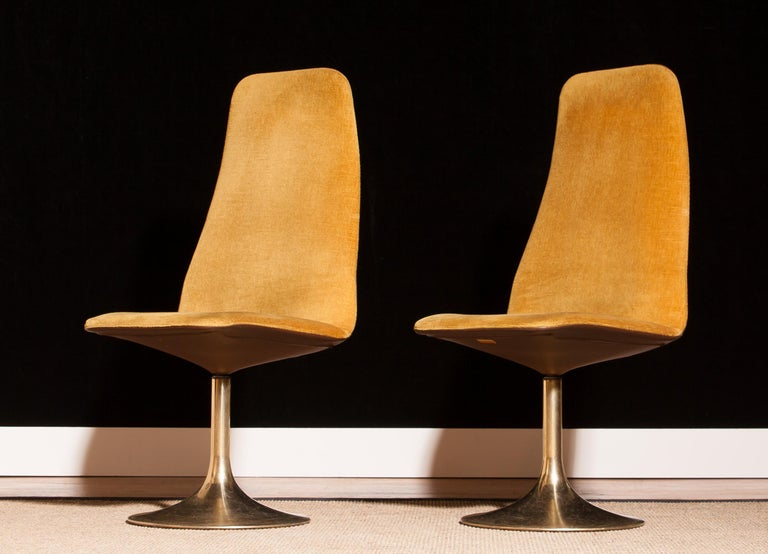 Remarkable 1970S A Pair Of Gold Velours And Brass Swivel Chairs By Johanson Design Creativecarmelina Interior Chair Design Creativecarmelinacom