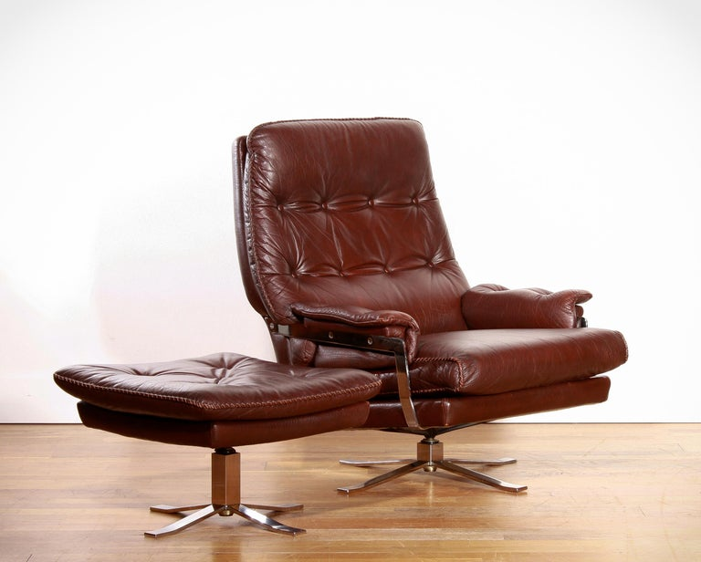 Chrome Arne Norell, Lounge Swivel Chair and Ottoman, Hand-Stitched, Leather In Good Condition For Sale In Silvolde, Gelderland