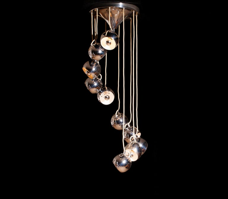 Impressive waterfall chandelier by Lampadari Reggiani with ten adjustable chromed globes hanging on a chromed trompett chapel dish ø32 cm. All in perfect condition.
