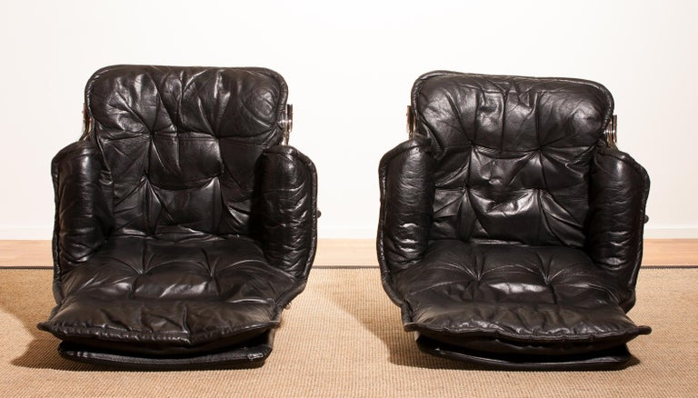 1970s Pair of Black Leather Swivel Chrome Steel Lounge Chairs, Sweden For Sale 3