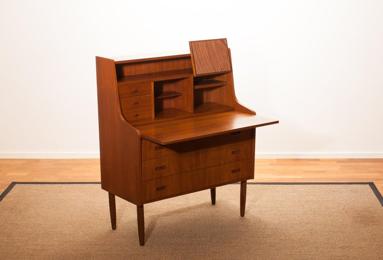 1950s, Teak Secretaire or Dressing Table in Style of Peter Hvind In Excellent Condition For Sale In Silvolde, Gelderland