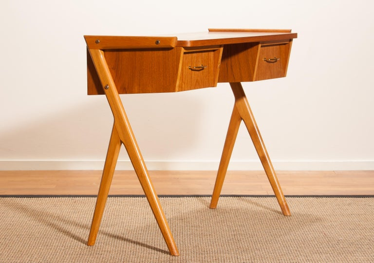 1950s, Teak Swedish Side Table or Ladies Desk In Good Condition For Sale In Silvolde, Gelderland