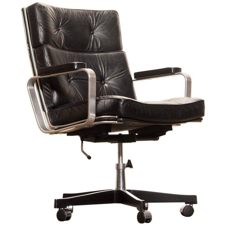 Beautiful adjustable office chair designed by Karl Erik Ekselius for JOC Möbler. The nice thick solid black leather with an aluminium frame and steel five legs on wheels is a perfect combination. The chair is extremely comfortable. With minimal