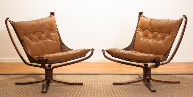 Mid-Century Modern Set Camel Leather 'Falcon' Lounge Chairs and Coffee Table by Sigurd Ressell For Sale
