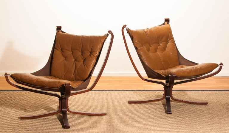 Set Camel Leather 'Falcon' Lounge Chairs and Coffee Table by Sigurd Ressell For Sale 3