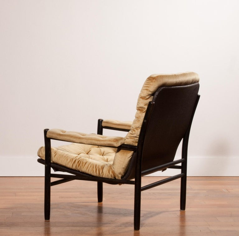 1970s, Gold Velours Lounge Chair by Kenneth Bergenblad for DUX, Sweden In Excellent Condition For Sale In Silvolde, Gelderland