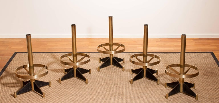 1960s, Set of Five Brass Swivel Barstools, Italy In Good Condition For Sale In Silvolde, Gelderland