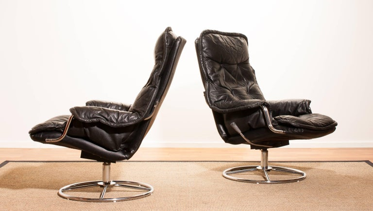 Late 20th Century 1970s, a Pair of Black Leather Swivel Chrome Steel Lounge Chairs , Sweden For Sale