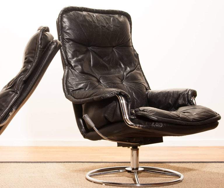 1970s, a Pair of Black Leather Swivel Chrome Steel Lounge Chairs , Sweden For Sale 2