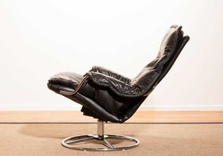 1970s, Black Leather Swivel Chrome Steel Lounge Chair , Sweden In Excellent Condition In Silvolde, Gelderland