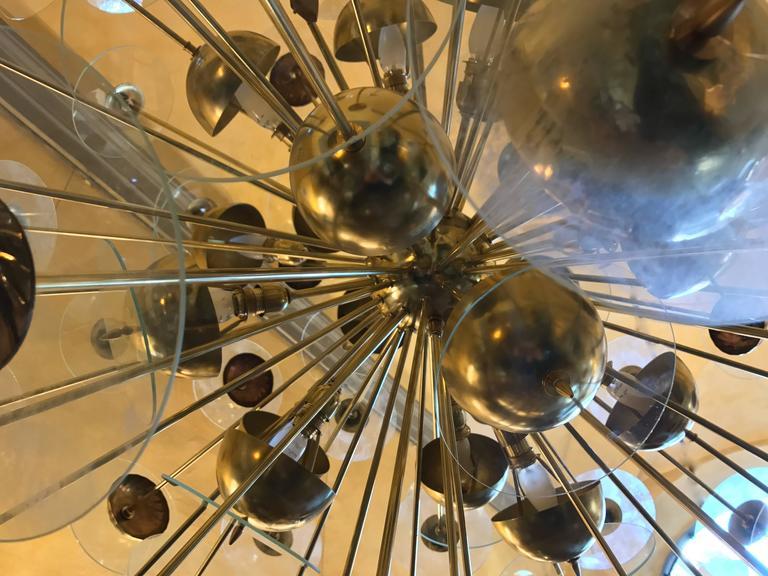Mid-Century Modern Large Italian Brass & Transparent Glass Sputnik Chandelier In Excellent Condition For Sale In Firenze, IT