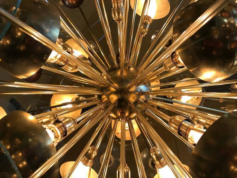 Mid-Century Modern Large Italian Brass & Transparent Glass Sputnik Chandelier For Sale 3