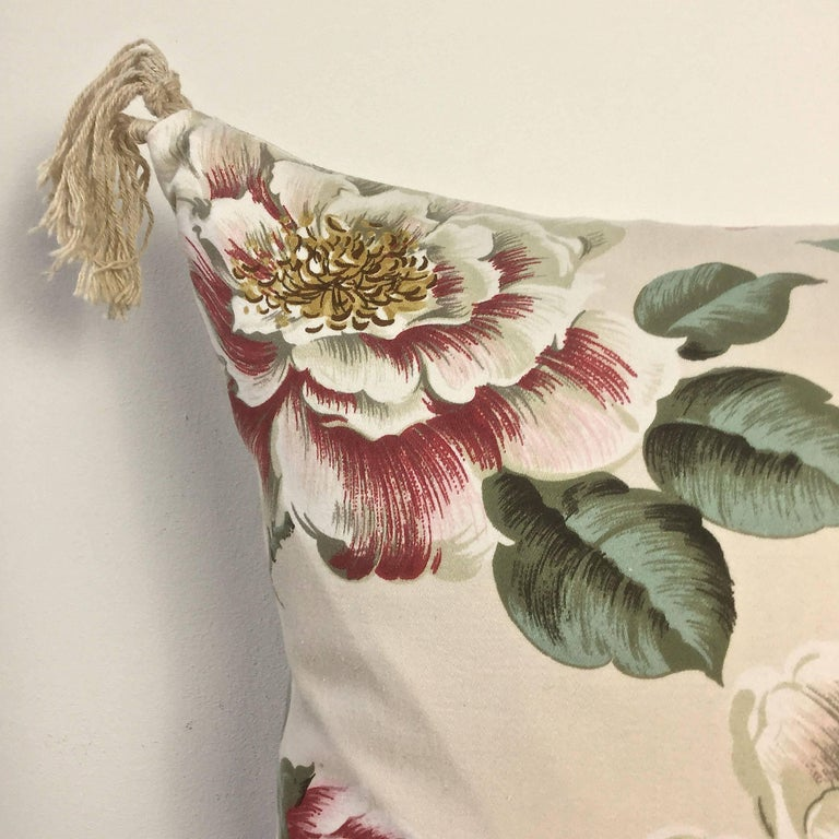 20th Century 1950s-1960s Vintage English Large-Scale Print Magnoliias Cotton Tasselled Pillow For Sale