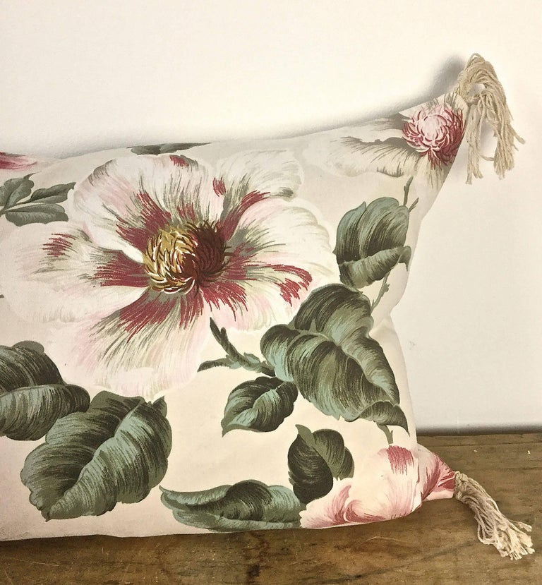 1950s-1960s Vintage English Large-Scale Print Magnoliias Cotton Tasselled Pillow For Sale 3