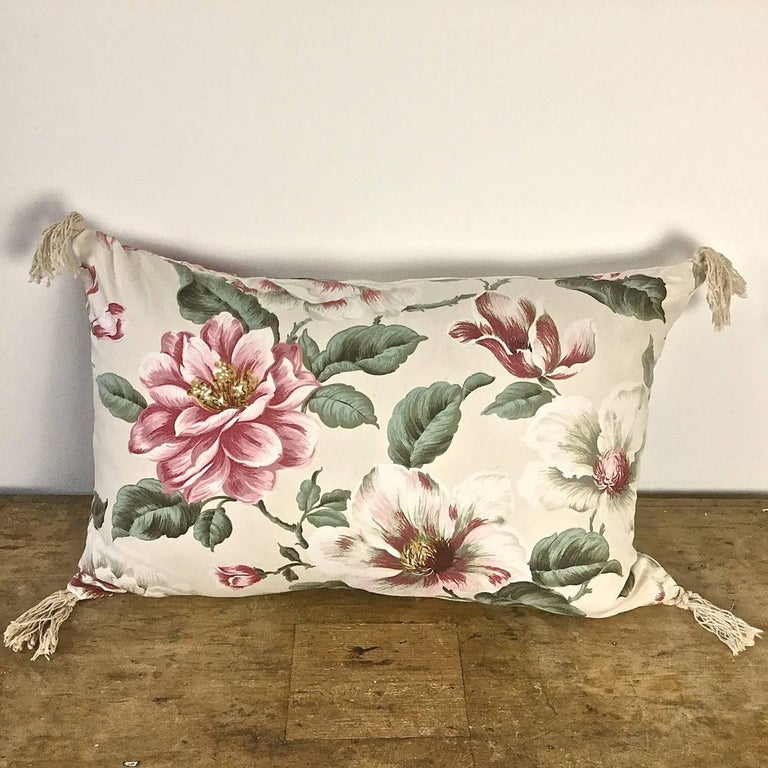 1950s-1960s Vintage English Large-Scale Print Magnolia Cotton Tasseled Pillow In Good Condition For Sale In London, GB