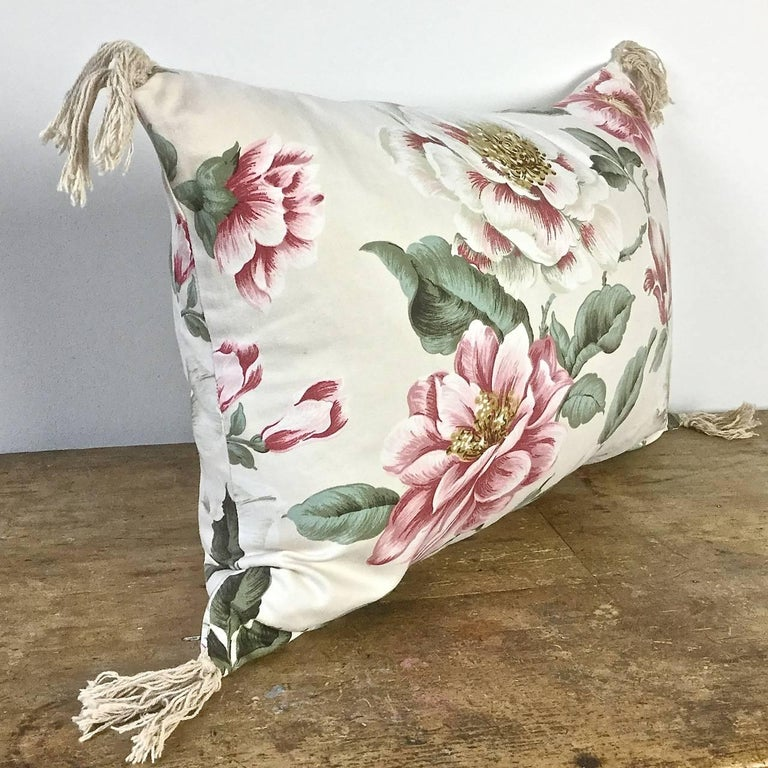 1950s-1960s Vintage English Large-Scale Print Magnolia Cotton Tasseled Pillow For Sale 1
