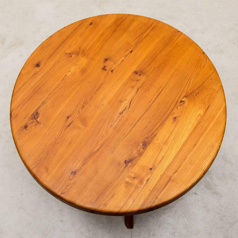 Handsome dining table, model T21, by Pierre Chapo in solid elm for Atelier Pierre Chapo, France, 1960s.