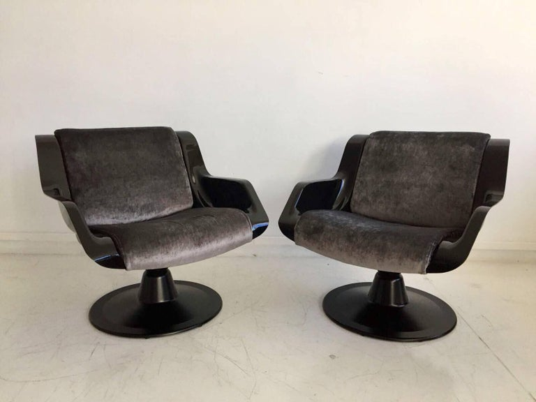 Pair of black armchairs, model 3814-1KF, by Finnish designer Yrjo Kukkapuro, produced by Haimi Finland, circa late 1960s. Seat shells made of black ABS plastic, newly upholstered with dark grey velvet fabric, aluminum rotation base. These chairs