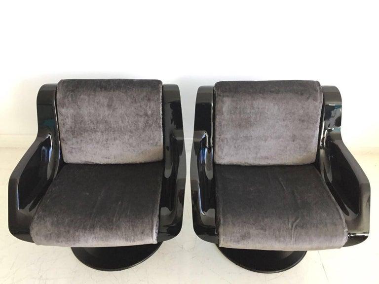 1960 Yrjo Kukkapuro Swivel Lounge Chairs, Model 3814-1KF Dark Grey Velvet For Sale 1