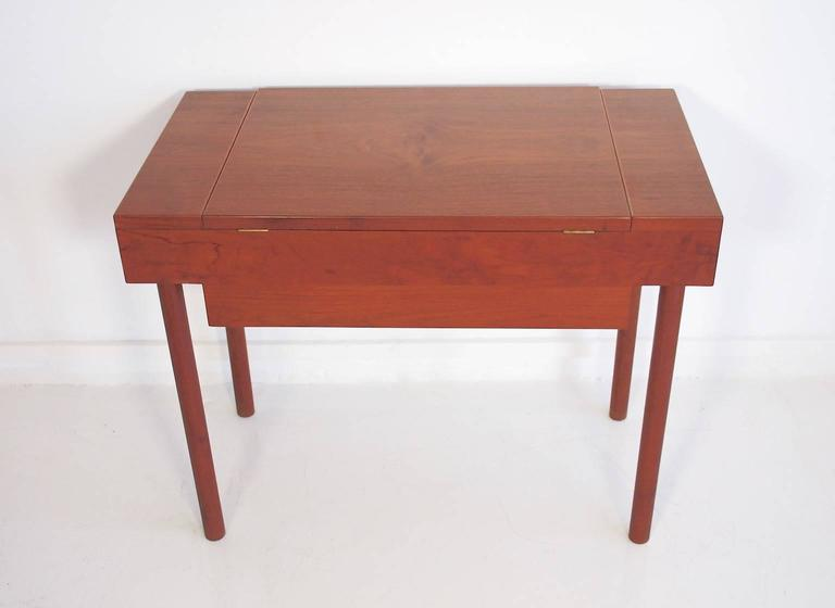 Mid-Century Teak Dressing Table with Mirror For Sale 3