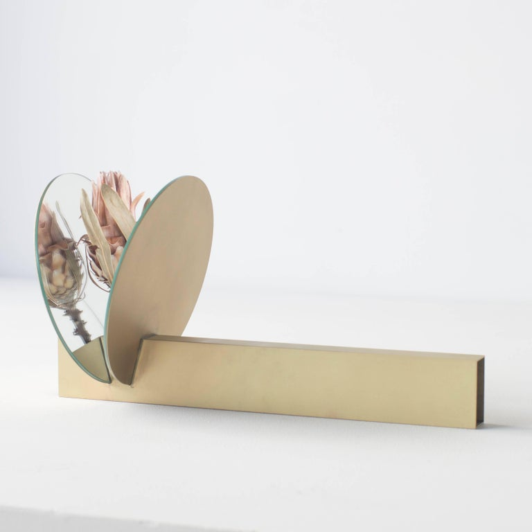 This is the vase for dried flowers created by new concept. This unique shape object is for dried flower. You can put flower into the hole between two mirror plates. Made of brass and mirror.