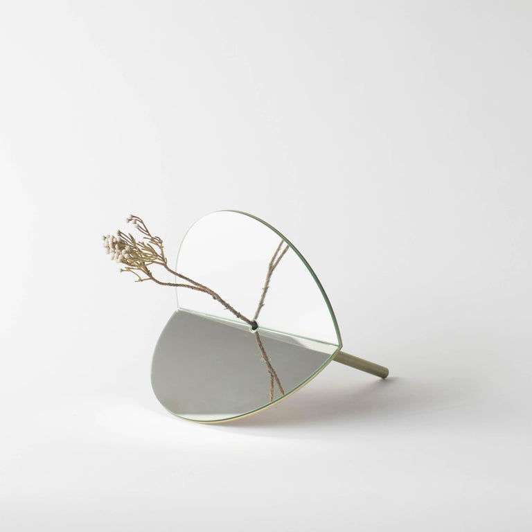 This is the vase for dried flowers created by new concept. This unique shape object is for dried flower. You can put flower into the hole at the centre of two bent mirror plates. Made of brass and mirror.