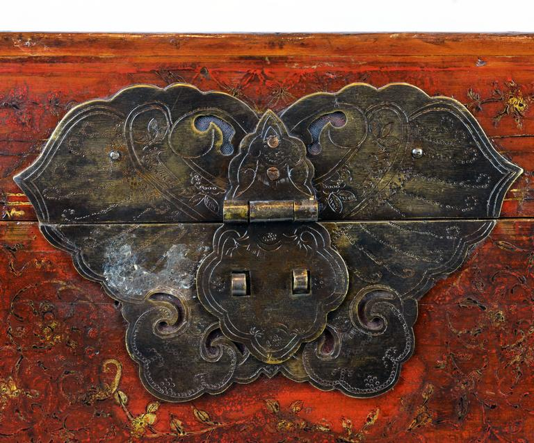 Large 19th Century Chinese Wood and Red Lacquer Storage Chest or Trunk For Sale 2