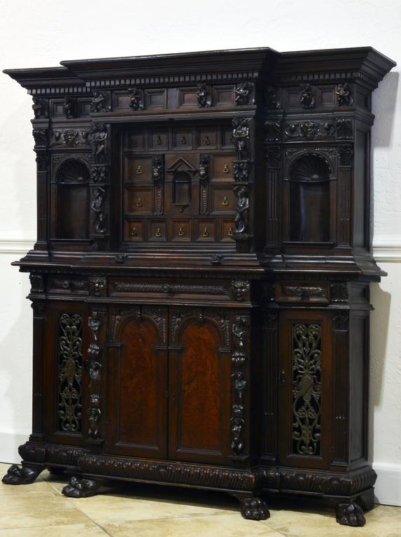 19th Century Italian Renaissance Style Two Part Carved Walnut 'Stipo a Bambocci' In Good Condition For Sale In Ft. Lauderdale, FL