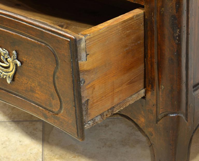 18th Century Italian Carved Rococo Two-Drawer Serpentine Front Walnut Commode For Sale 4