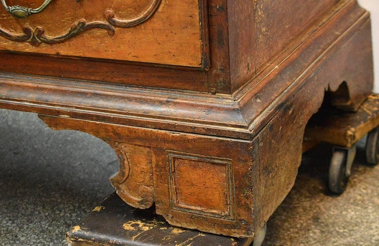 Large 18th Century Italian Carved Walnut Chest with Carved Side Panels In Good Condition For Sale In Ft. Lauderdale, FL
