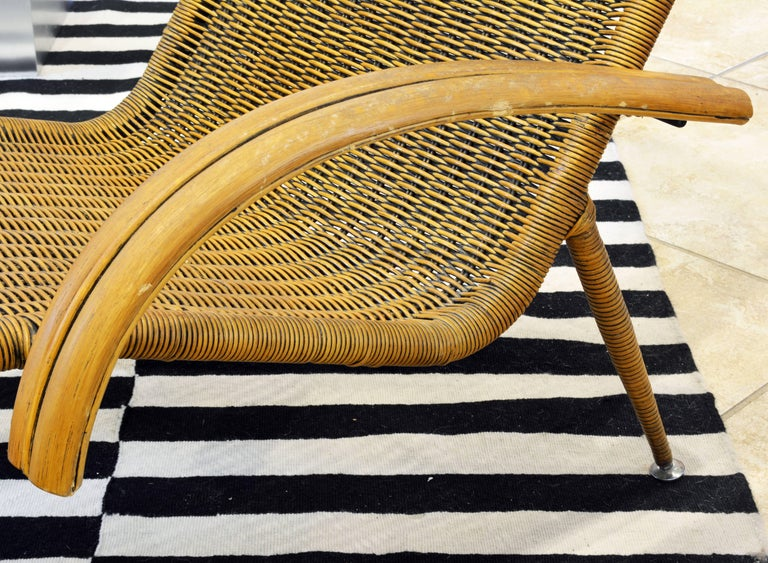 Elegant mid century modern italian style rattan and wood for Chaise italienne design