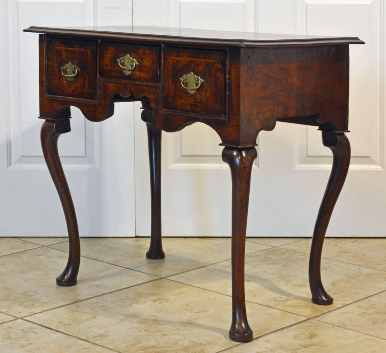 Lovely 18th Century English Queen Anne Three-Drawer Walnut Dressing Table 3