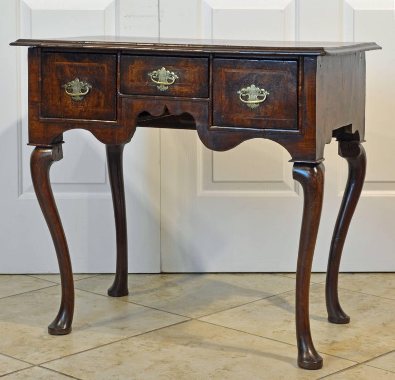 Lovely 18th Century English Queen Anne Three-Drawer Walnut Dressing Table 2