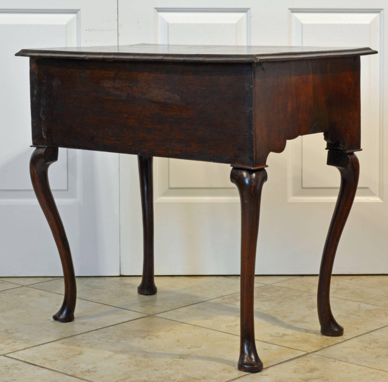 Lovely 18th Century English Queen Anne Three-Drawer Walnut Dressing Table 4