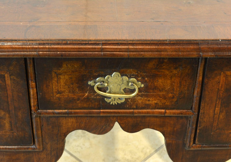 Lovely 18th Century English Queen Anne Three-Drawer Walnut Dressing Table 6