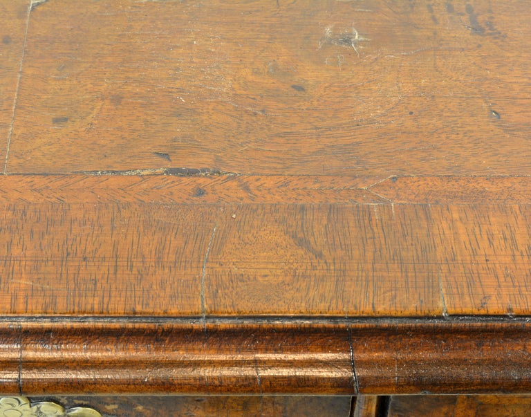 Lovely 18th Century English Queen Anne Three-Drawer Walnut Dressing Table 7