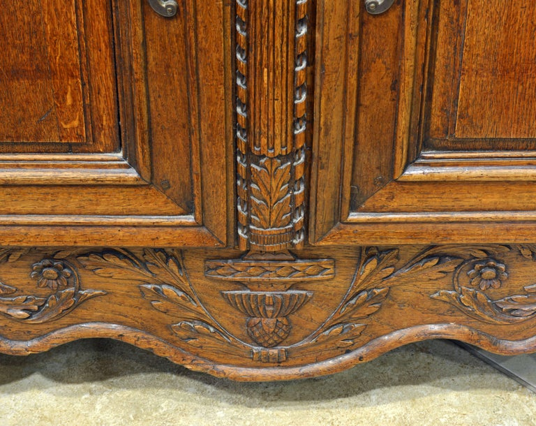 18th Century French Provincial Louis XV Style Carved Oak Wood Wedding Armoire For Sale 2