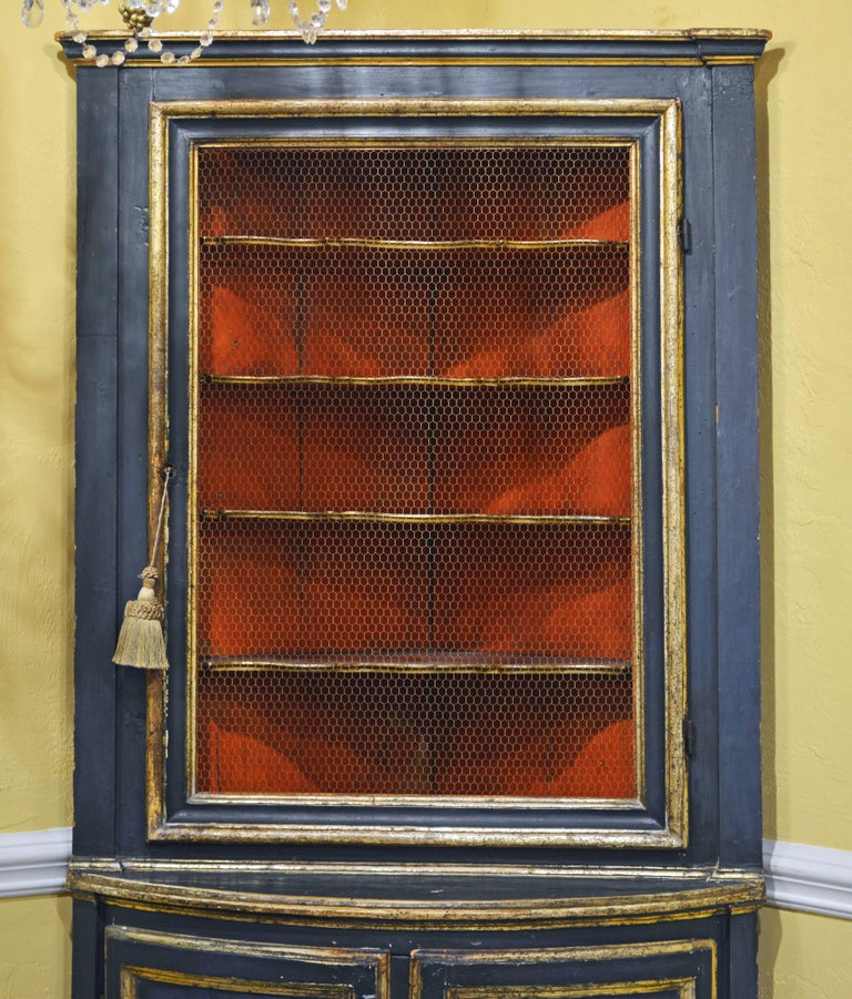 Charming 18th Century Italian Late Baroque Paint & Gilt Mesh Door Corner Cabinet In Good Condition For Sale In Ft. Lauderdale, FL