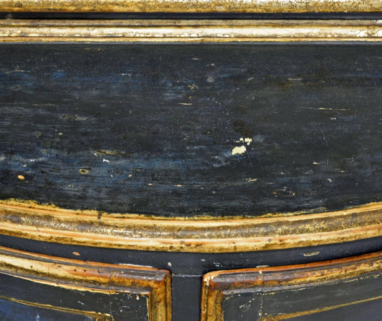 Charming 18th Century Italian Late Baroque Paint & Gilt Mesh Door Corner Cabinet For Sale 3