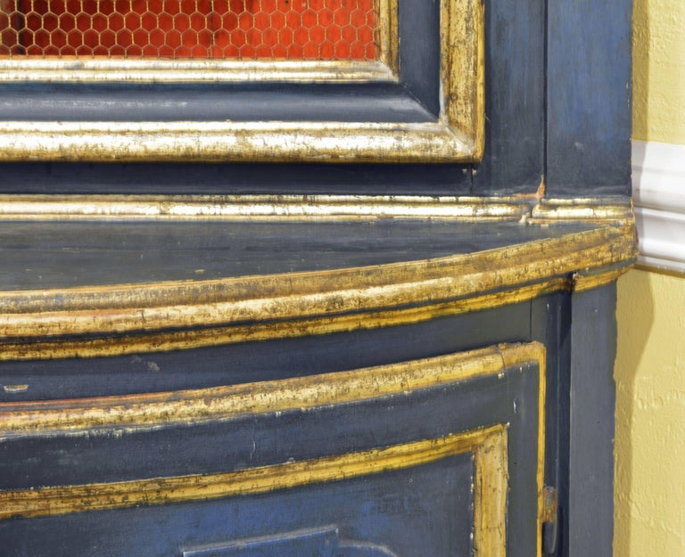 Charming 18th Century Italian Late Baroque Paint & Gilt Mesh Door Corner Cabinet For Sale 2