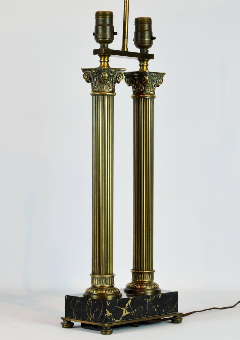 Distinguished Bronze and Marble Twin Corinthian Columns Gentleman's Desk Lamp For Sale 1