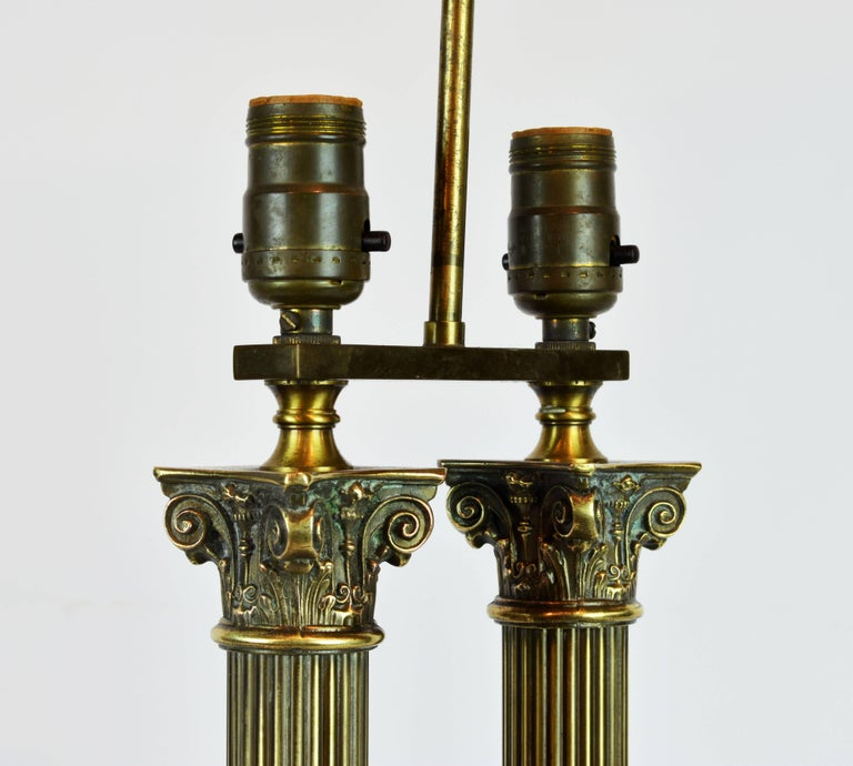 Distinguished Bronze and Marble Twin Corinthian Columns Gentleman's Desk Lamp For Sale 2